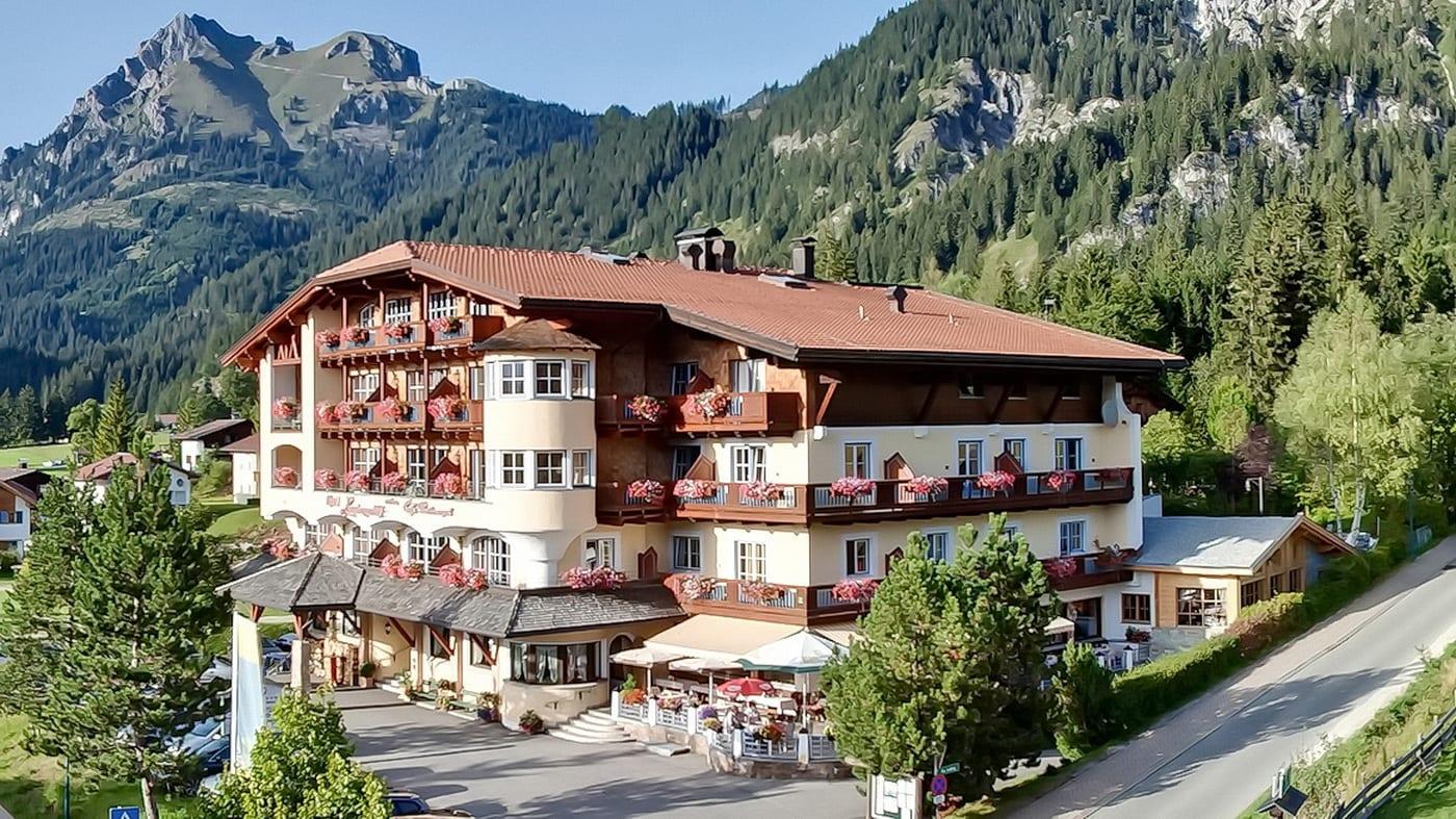 (c) Wanderhotel Lumbergerhof