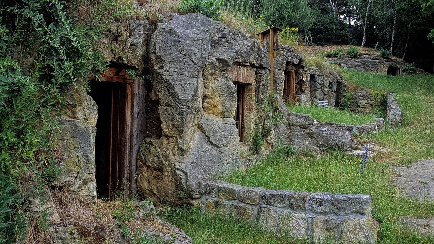 Höhlenwohnungen / Langenstein (c) Halberstadt Information